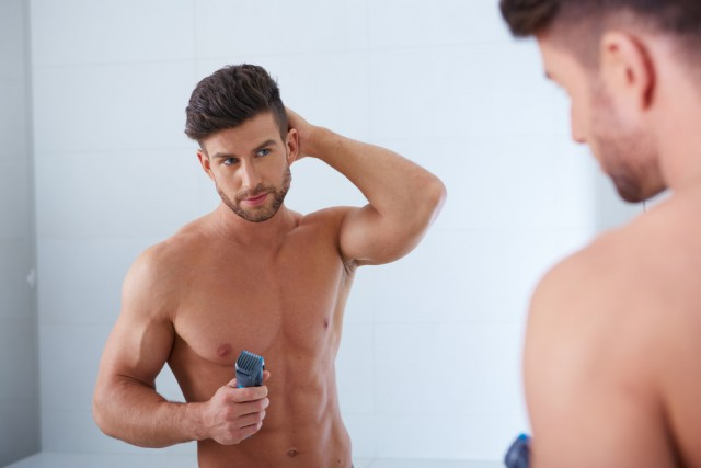 鏡ばかり見ている男性は嫌われる