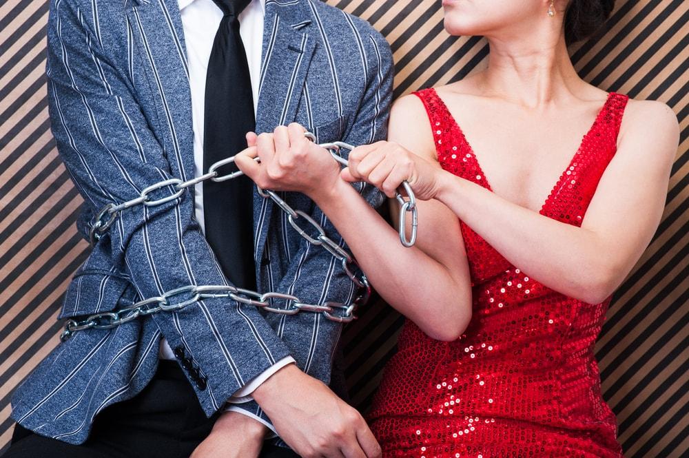女性の束縛