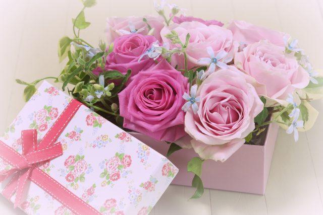 彼女の誕生月の花を贈る